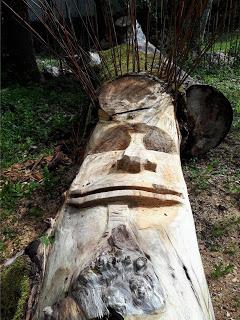 Tete scupltée dans la bois